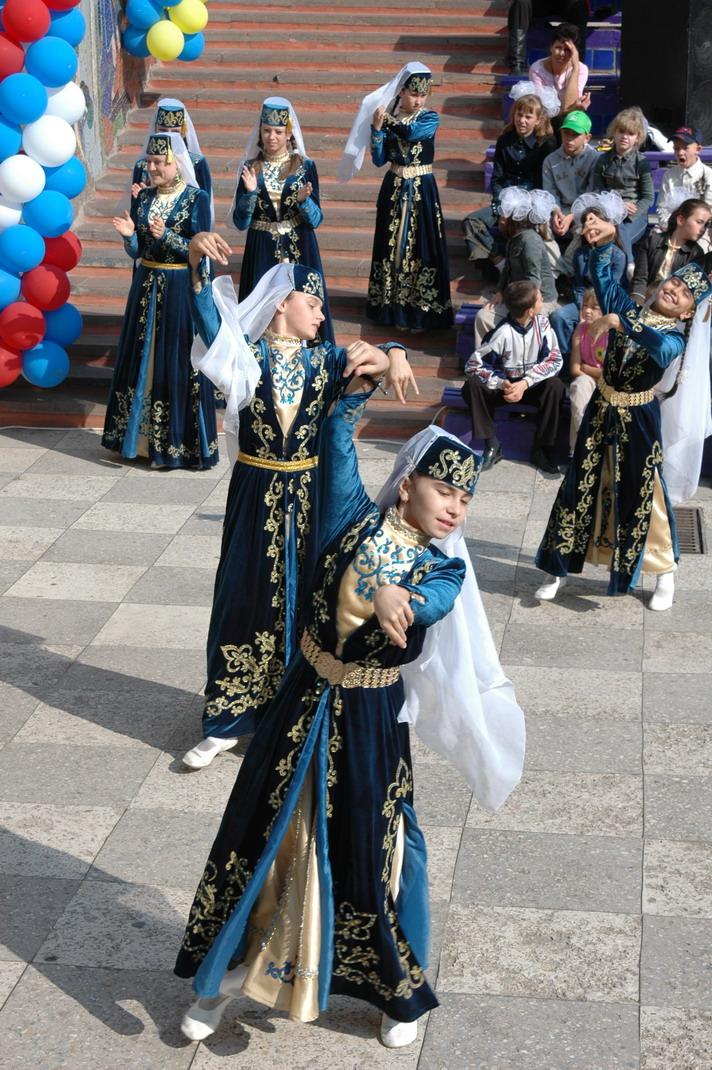 http://festival-druzba.com.ua/wp-content/uploads/img/ilham.JPG