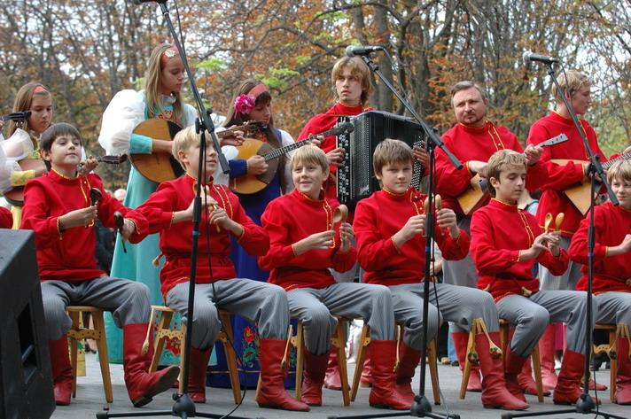 http://festival-druzba.com.ua/wp-content/uploads/img/locshkari.JPG